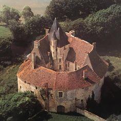 960 Le château de Meauce est un château d'origine médiévale situé en bordure de l'Allier sur la commune de Saincaize-Meauce (Nièvre) FR