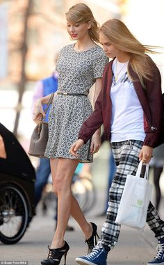 Taylor with with the supermodel Cara Delevingne