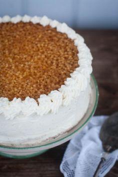 Pitsikakku on perinteinen Kurikkalainen täytekakku. Just Eat It, Vanilla Cake, Tiramisu, Tart, Waffles, Biscuits, Cake Recipes, Goodies, Food And Drink