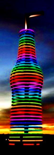 Rainbow color soda pop bottle sculpture (¯`'•.¸de l'arc-en-ciel¸.•'´¯)