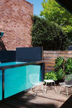 Бассейн на террасе около банного комлпекса вдоль банного строения  метало каркас + разборные панели из полимерного стекла толщиной 15 мм    Terrace house