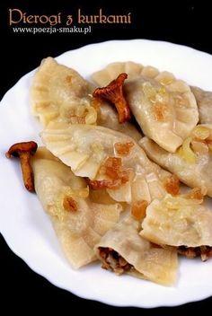 Wyśmienite pierogi z kurkami (Dumplings with chanterelles - recipe in Polish) Polish Recipes, Polish Food, Dumplings, Food Dishes, Finger Foods, Ravioli, Macaroni And Cheese, Food To Make, Cake Recipes