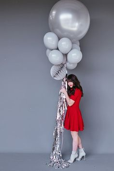 "Balloon Set : Gray Play entry with 36"" honeycomb ball and standard balloons"