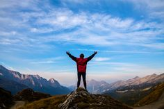 10 Things High Achievers Do Differently. Most of us wish we could get more out of our days, and our lives. We want to achieve more with our time, but we just don't know how to do it.  By studying people who are already high achievers, it's possible to learn what you can do differently to get more done in your days and to accomplish more with your life.  Here are some of the things high achievers do that you'll want to implement in your life if you haven't already.