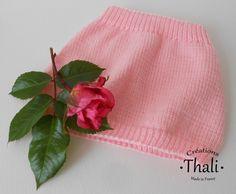 Une jupe tout en rondeur et facile à réaliser en côtes 1/1 et en jersey pour bébé prématuré.