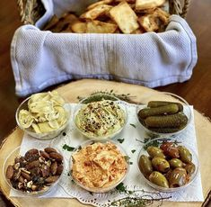 We love being a part of this beautiful weekend snack board from @snapshotsbysage that includes Olive & Herb Mixed Nuts, Artichokes, Edamame hummus, roasted red pepper hummus, gherkins and chili olives. To top it off, Sage made homemade pita chips using our White and Whole Wheat Pocket-Less Pita (and seasoned with homegrown parsley and rosemary). 🙌