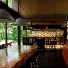 Residência em meio à Mata Atlântica de Joinville, SC, é resolvida com mínimo impacto no solo, com projeto de UNA Arquitetos :: aU - Arquitetura e Urbanismo