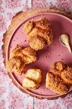 Aranygaluska muffin vaníliás krémmel   Street Kitchen Muffin, Ale, Panna Cotta, Cereal, Breakfast, Ethnic Recipes, Food, Morning Coffee, Dulce De Leche