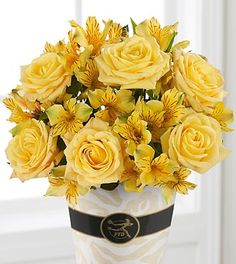 Love the Texas yellow rose Flowers Online, Summer Flowers, Yellow Roses, The Great Outdoors, Special Day, Flower Arrangements, Beautiful Flowers, Centerpieces, Bouquet