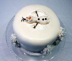 Olaf Cake - Cake by Svetlana Petrova Torte Frozen, Olaf Frozen Cake, Olaf Cake, Fondant Olaf, Frozen Frozen, Cupcake Cakes, Frozen Themed Birthday Party, Disney Frozen Birthday, Themed Cakes