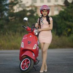 Creativebikers - Motion In Pleasure Vespa Motorcycle, Vespa Bike, Motos Vespa, Motorbike Girl, Scooter Girl, Lady Biker, Biker Girl, Vespa Motor Scooters, 1980s
