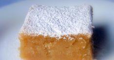 """""""La gallina en leche"""" es un dulce típico de Porcuna(Jaén), es de origen árabe, con gusto parecido al alfajor y al mazapán. Durante la... Spanish Desserts, Plum Cake, Sweets Cake, Sweet And Salty, Sin Gluten, Deli, Finger Foods, Cake Recipes, Sweet Treats"""