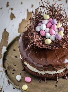 Påsken är en härlig mathögtid, Låt sötsakerna ta plats och imponera på gästerna med en fantasifull påsktårta.