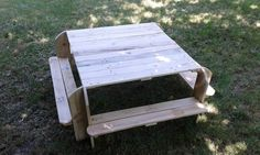 Toddler Picnic Table Kids Projects With Pallets Pallet Desks & Tables Pallet Kids, Pallet Dog Beds, Outdoor Pallet Projects, Pallet Desk, Pallet Crafts, Diy Pallet Furniture, Wood Furniture, Wood Projects, Recycled Pallets