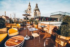 From rooftops views, outdoor igloo gardens, ruin bars and a communist themed dive bar, keep reading to discover 7 unique bars in the Budapest nightlife scene. Budapest Nightlife, Buda Castle, Sky Bar, Dive Bar, Beer Garden, Rooftop Bar, Okinawa Japan, Chicago Restaurants, Beach Club
