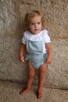 Tocoto Vintage y Fundas Mil en Raya Girls Designer Dresses, Girls Dresses, Little Fashion, Kids Fashion, Toddler Outfits, Kids Outfits, Tocoto Vintage, Baby Kit, Couture