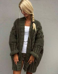 gorgeous oversize cardigan sweater with cables Oversized Cardigan Outfit, Cardigan Sweaters, Knitting Sweaters, Cardigans, Knitwear Fashion, Knit Fashion, Strick Cardigan, Knit Cardigan Pattern, Crochet Coat