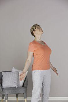 Tällä pienellä liikkeellä saat ryhtisi kohenemaan helposti | Kodin Kuvalehti Types Of Yoga, Lower Belly, Excercise, Healthy Tips, Gym Workouts, Body Care, Pilates, Health And Beauty, Fitness Motivation