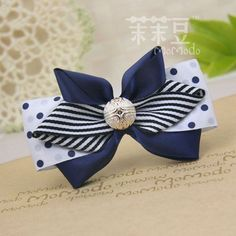 Classic looking hair bow that would be perfect for any age.