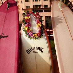Pretty in pink.  @billabongwomens #surfinginspiration #surfingquotes