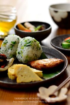 Green Mixed Onigiri (Rice Ball) Lunch 菜飯おにぎり Easy Japanese Recipes, Japanese Food, Asian Recipes, Gourmet Recipes, Bento, Snack, My Favorite Food, Food Inspiration, Love Food