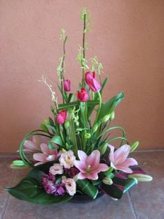 Selecting The Flower Arrangement For Church Weddings – Bridezilla Flowers Altar Flowers, Church Flower Arrangements, Beautiful Flower Arrangements, Beautiful Flowers, Contemporary Flower Arrangements, Tropical Floral Arrangements, Floral Centerpieces, Ikebana, Deco Floral