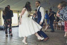 Lace Tea Length Dress, Tea Length Wedding Dress, Tea Length Dresses, Short Dresses, Wedding Dress Shapes, Vintage Style Wedding Dresses, Relaxed Wedding, Flower Dresses, Beautiful Bride