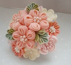 『つまみ細工 ドレスのための花かんざし』