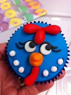 Cupcake Galinha Pintadinha by Claudia Pinto