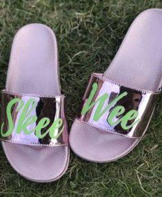 "Alpha Kappa Alpha / AKA ""Skee Wee"" Slides by Maiki Designs currently taking pre-orders. Aka Sorority Gifts, Alpha Kappa Alpha Sorority, Sorority Life, Sorority Fashion, Pink Apple, Alpha Female, Girl Swag, Custom Shoes, Pink And Green"