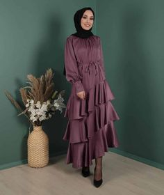 Dubai Fashion, Abaya Fashion, Muslim Fashion, Light Wedding Dresses, Wedding Dress Styles, Beautiful Hijab, Beautiful Dresses, Indian Fashion Dresses, Fashion Outfits