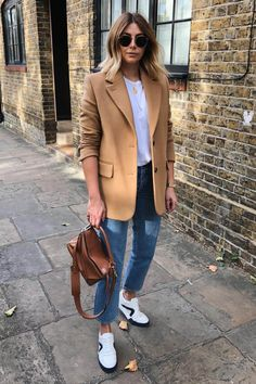 40 Best Fall And Winter Outfits To Wear Now - Game of Spoons Beige Blazer Outfit, Camel Blazer, Look Blazer, Blazer Outfits, Paris Outfits, New Outfits, Winter Outfits, Casual Outfits, Pijamas Women