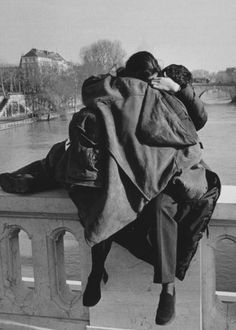 Kiss in Paris Artistic Photography, Couple Photography, New York City, Pont Paris, Become A Photographer, Robert Doisneau, Film Inspiration, First Photograph, Japan