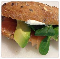 baguette con salmone e avocado