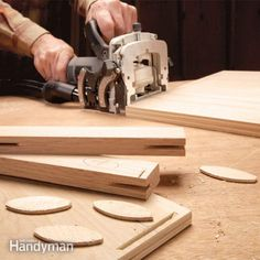 Biscuit joiners allow you to make solid precise joints, accurate enough to build fine cabinets. We show you the three key techniques you need to know—joints at right angles, joints in narrow materials and joints in thin materials. Woodworking Skills, Woodworking Joints, Learn Woodworking, Woodworking Techniques, Easy Woodworking Projects, Woodworking Videos, Custom Woodworking, Wood Projects, Woodworking Plans