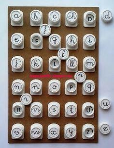 Alfabeto ortográfico para asociar letras mayúsculas con minúsculas Primary Maths Games, Math Games, Kids And Parenting, Writing, Professor, Homeschooling, Environment, Kids Activity Ideas, Educational Activities