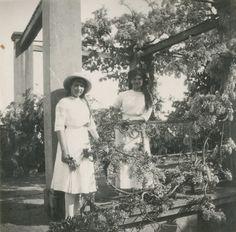 Maria and Anastasia Nikolaevna at the ruins of the palace in Oreanda, 1914