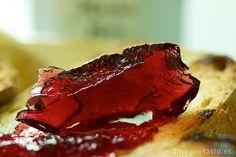 Detalle de la gelatina de vino tinto. Fotografía de producto para tastu.es