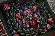 Annons på Tradera: Stor flamskbonad med fåglar och blommor i fina färger flamskvävnad flamsk
