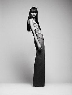 Black and white fashion photography; photoshoot idea; model pose // photo by Emel Bayram
