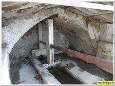 """Vieux lavoir """"La Grande Fontaine"""" à Pierrevert, Alpes de haute Provence"""