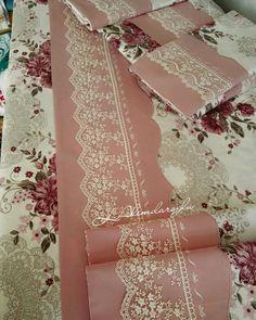 💐💞🌾🌸 #nevresim#pike#yastık #yorgan#gipür #follow #handmade #makinemveben #kücükceyizevi #sunum#paylasim_platformu #enyeni#çeyiz… Lace Making, Dress Making, Designs For Dresses, Linen Towels, Lace Design, Ribbon Embroidery, Bed Spreads, Diy And Crafts, Sewing Projects