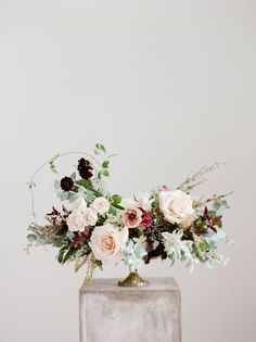 Are you wondering the best beach wedding flowers to celebrate your union? Here are some of the best ideas for beach wedding flowers you should consider. Ranunculus Wedding Bouquet, Blush Wedding Flowers, Wedding Table Flowers, Floral Wedding, Wedding Bouquets, Trendy Wedding, Flower Bouquets, Purple Bouquets, Plum Wedding