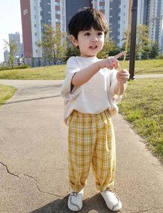 Cute Baby Boy, Dad Baby, Cute Little Baby, Little Babies, Cute Boys, Baby Kids, Cute Asian Babies, Korean Babies, Asian Kids
