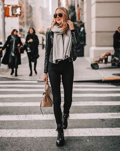 Combat Boot Outfits, Winter Boots Outfits, Winter Outfits, Combat Boots Style, Summer Outfits, Black Leather Jacket Outfit, Coat Outfit, Black Boots, Black Jeans Outfit Fall