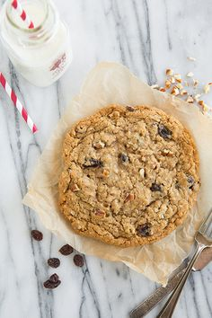 Recipe for just ONE Oatmeal Raisin Cookie - no mixer required and a breeze to make! Tastes just like the big oatmeal cookies from the bakery! If you don't like raisins swap them out for chocolate chips, dried cranberries or tart cherries. Single Cookie Recipes, Oatmeal Cookie Recipes, Oatmeal Raisin Cookies, Best Cookie Recipes, Dessert For Two, Dessert Bars, Dessert Recipes, Quick Dessert, Carrot Cake Cookies