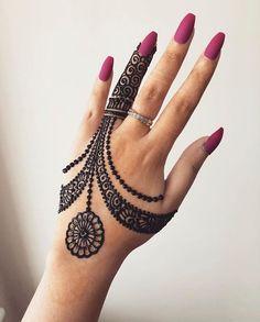 Mehndi is something that every girl want. Arabic mehndi design is another beautiful mehndi design. We will show Arabic Mehndi Designs. Indian Henna Designs, Finger Henna Designs, Henna Art Designs, Mehndi Designs For Girls, Mehndi Designs For Beginners, Modern Mehndi Designs, Mehndi Design Photos, Mehndi Designs For Fingers, Latest Mehndi Designs