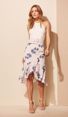 Fashionable Look With Ruffle Skirt Outfit Ideas : Nice Fashionable Look With Ruffle Skirt Outfit Ideas Skirt Fashion, Boho Fashion, Fashion Outfits, Womens Fashion, Ruffle Skirt, Dress Skirt, Dress Up, High Low Skirt, Estilo Boho