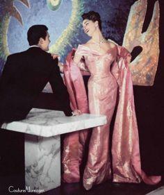 Pierre Balmain A/H Photo Philippe Pottier. Vintage Couture, Vintage Glam, Looks Vintage, Vintage Style, Pierre Balmain, Vintage Dresses, Vintage Outfits, Vintage Fashion, Canvas Online