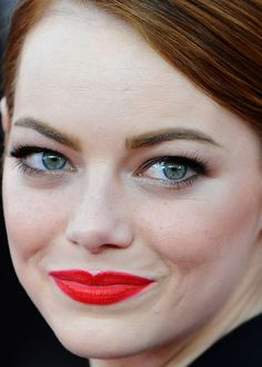 Close-up of Emma Stone at the 2015 SAG Awards. http://beautyeditor.ca/2015/01/27/sag-awards-2015
